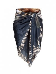 Here is yet another use for those scarfs you have hanging around: Chic cover-up! // H&M Patterned Sarong in Black