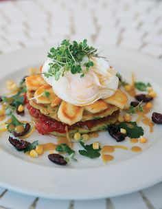 Poached eggs and haloumi on corn and baby marrow cakes with tomato and vanilla relish and a brown butter vinaigrette Quick And Easy Breakfast, Breakfast In Bed, Breakfast Casserole, Healthy Breakfast Recipes, Lazy Sunday, Sunday Brunch, Poached Eggs, Brown Butter, Light Recipes