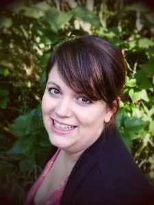 Kathrin Lichters - Meine exzentrische Uroma hat mir seit meiner frühsten Kindheit Bücher geschenkt und mit mir gemeinsam Geschichten erfunden. Damit war die Leidenschaft für das geschriebene Wort entstanden.