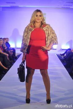 Karolina Szostak na imprezie hotelu Holiday Inn Bright, Womens Fashion, Holiday, Model, Bonito, Vacations, Scale Model, Women's Fashion