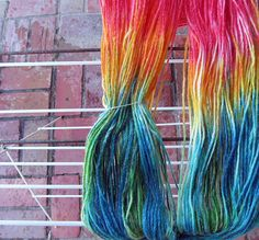 How to dye yarn with food colouring (and small children)