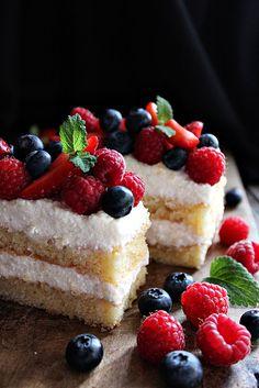 Munka után haza értem, és semmi másra nem vágytam csak nyugalomra és egy szelet süteményre... Mivel bevásároltam k...