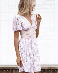 """4,731 Likes, 77 Comments - Forever New (@forevernew_official) on Instagram: """" Soft Blush Blooms • Layla Lace Trim Dress @fakander #ForeverNewStyle"""""""