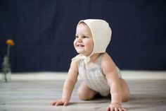NORDIC ROMPER: Vårens kanskje kuleste romper trer nå inn i Ministrikks Nordic-familie. Strikkes i silke-alpakkakvalitet. Pinne 3. (Str 6 mnd - 3 år). Kids And Parenting, What To Wear, Twins, Crochet Hats, Rompers, Children, Baby, Knitting Hats, Young Children