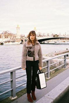 Jeanne Damas Off Duty Street Style Inspiration Jeanne Damas, Street Style Looks, Looks Style, Style Parisienne, Fashion Gone Rouge, Quoi Porter, French Street Fashion, French Girl Style, French Girls