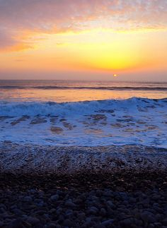 Newgale Beach, Sunset | ADVERTISE your perfect Beach destinations with the #keepmemagazine http://www.keepmemagazine.co.uk https://twitter.com/keepmemagazine http://www.facebook.com/keepmemagazine https://www.facebook.com/groups/keepmemagazine/