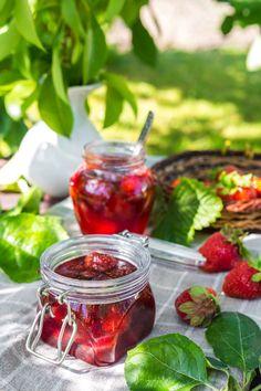 Comment réussir ses confitures maison à coup sûr ? 🍓🍑  Découvrez toutes nos astuces !! 👍  #confiture #confituremaison #astuce #cuisine #fruits #fruitsrouges #fraise #abricot #cerise #figue #mirabelle #pêche #framboise #pêche #prune #rhubarbe #dessert #fruité #goûter Deli, Raspberry, Brunch, Dessert, Healthy, Recipes, Food, Inspiration, Gourmet