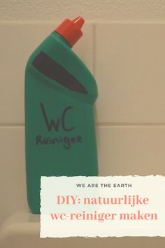 DIY: natuurlijke wc-reiniger maken - We are the Earth Diy Home Cleaning, House Cleaning Tips, Cleaning Hacks, Cleaners Homemade, Clean Living, Natural Cleaning Products, Life Organization, Made Goods, Housekeeping