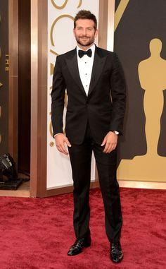 BEST DRESSED MEN AT THE 2014 OSCAR AWARDS BRADLEY COOPER Always handsome, Cooper killed it at the 2014 Oscars in a sharp black tuxedo.