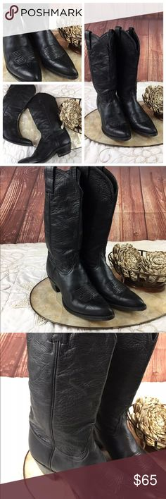 Unisex TONY LAMA BLACK COWBOY WESTERN BOOTS 7.5 Unisex Women's size 9 TONY LAMA MENS BLACK HEAVY DUTY LEATHER COWBOY WESTERN BOOTS Size 7.5 Style 1016 Women's/MEN'S TONY LAMA BLACK LEATHER COWBOY/WESTERN BOOTS The boots appear to be a very sturdy leather that is almost saddle quality. The boots are black with no stitching on the stacks for that extra bit of workmanship. They have a 1 1/2 inch slanted heel. They have the name and logo imprinted on the inside of the boots. The soles are a…