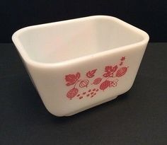 Pyrex Gooseberry 501 Refrigerator Dish Small 1-5 Cups Pink White Ovenware USA