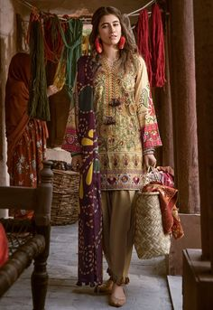 Cross Stitch Winter Printed Embroidered Dresses Collection 20182019 is part of Pakistani formal dresses - Cross Stitch Winter Printed Embroidered Dresses Collection 20182019 consisting of best designs & styles of shirts, dresses, suits & kurtis! Pakistani Fashion Party Wear, Pakistani Formal Dresses, Pakistani Couture, Pakistani Dress Design, Pakistani Outfits, Indian Fashion, Eid Outfits, Women's Fashion, Jeans Fashion