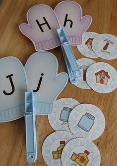 Mitten letter matching and beginning sound sort is easily differentiated.  Great literacy center activity for preschool, pre-k, or kindergarten.  Great addition to unit on The Mitten.