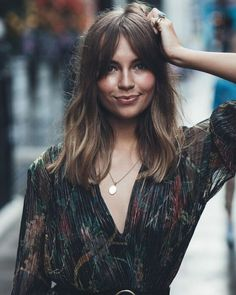 Hairstyles With Bangs, Pretty Hairstyles, Long Fringe Hairstyles, Hair Inspo, Hair Inspiration, Medium Hair Styles, Short Hair Styles, Chopstick Hair, Brown Blonde Hair