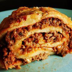 Munakasrulla, tacomaustettu jauheliharuoka. Helppo resepti. Savory Snacks, Tex Mex, Fodmap, Cheesesteak, Apple Pie, Lasagna, Food Inspiration, Food And Drink, Ethnic Recipes