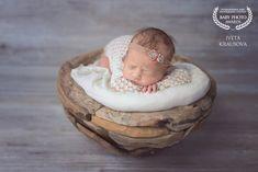 Iveta Krausová - fotografka Bassinet, Face, Decor, Crib, Decoration, The Face, Decorating, Baby Crib, Faces
