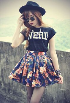 skater skirt outfits with vans=yass Hipster Fashion, Kpop Fashion, Grunge Fashion, Asian Fashion, Teen Fashion, Fashion Outfits, Womens Fashion, Fashion Trends, Fashion Spring