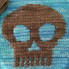 Skull pillow shenanigans... finishing tonight. #crochet . . . #skull #graph #crochetlife #KnotByGranma #handspun #wool #yarnaddict