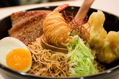 Singapore-style ramen Sous vide cha-siu and firm springy noodles tossed in a wan. Deep Fried Tofu, Steamed Chicken, Singapore Food, Visit Singapore, Beef And Noodles, How To Grill Steak, New Flavour, Sous Vide, Pork Ribs