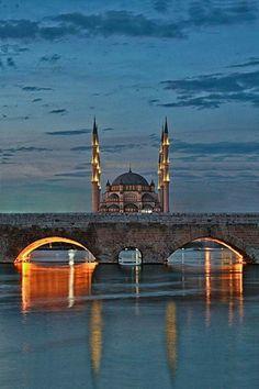 Asırlık köprü ve camii