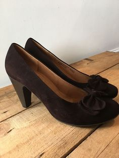 UK SIZE 7 WOMENS GABOR BROWN SUEDE COURT SHOES WITH BOW DETAIL CURVED HEEL