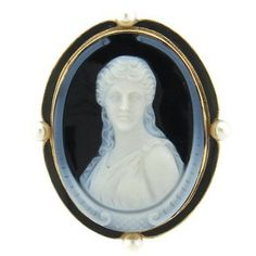 Antique circa 1870s 14k gold brooch, set with hardstone cameo, surrounded with four 4.6mm pearls. Brooch has a bale, that was added at a later date so piece can also be worn as a pendant; pin stem has