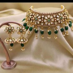 Indian Jewelry Sets, Indian Wedding Jewelry, Wedding Jewelry Sets, India Jewelry, Fancy Jewellery, Gold Jewellery Design, Gold Jewelry, Jewelry Design Earrings, Necklace Designs