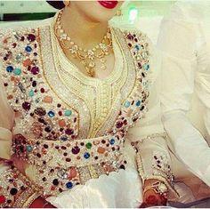 Moroccan caftan for bride Morrocan Dress, Moroccan Bride, Moroccan Caftan, Style Oriental, Oriental Dress, Oriental Fashion, Abaya Dubai, Arab Fashion, Womens Fashion