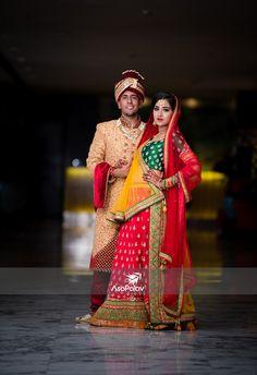 Jignasha Kanti the charming looking like a million bucks in Asopalav ensembles for her Hindu Wedding Photos, Indian Bridal Photos, Indian Wedding Poses, Wedding Couple Photos, Wedding Couples, Indian Wedding Couple Photography, Bride Photography, Marriage Poses, Bridal Photoshoot