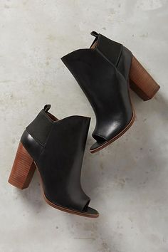 Kelsi Dagger Brooklyn Gemma Shooties. Bought these and love them! Very comfy!