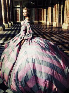 Kirsten Dunst in Alexander McQueen | Ph. by Annie Leibovitz  Vogue September 2006