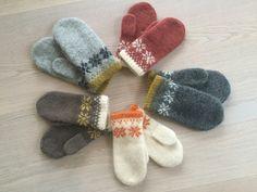 Ravelry: Vinterroser - tova votter pattern by Rita Nygård Andersen Baby Knitting, Ravelry, Knit Crochet, Knitting Patterns, Kitten, Slippers, Socks, Wool, Fashion