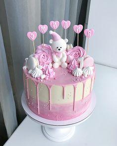 Гигант Внутри нежный ванильный с муссом на белом шоколаде, ягодным сырным кремом и курдом из ароматных ягод клубники, малины и чёрной смородины По всем вопросам просьба писать в директ, а ещё лучше в вотсап (номер в профиле) бОльшую часть комментариев под фото не успеваем отслеживать! #InstaSize #kasadelika #cake #cakes #cupcake #cupcakes #cook_good #chefs_battle #vsco #vscocam #vscofood #vscogood #vscorostov #vscorussia #food #follow #foodpic #followme #foodporn #foodphoto #foods...