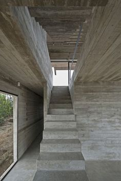 Image 6 of 27 from gallery of Golf House / Luciano Kruk Arquitectos. Photograph by Daniela Mac Adden Concrete Architecture, Residential Architecture, Architecture Details, Interior Architecture, Interior And Exterior, Concrete Stairs, Concrete Houses, Rest House, D House
