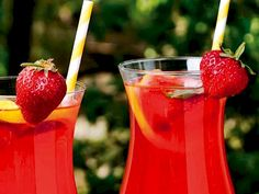 Ferahlatan Çilekli Limonata Cocktails, Drinks, Homemade Beauty Products, Milkshake, Health Fitness, Tableware, Food, Wordpress Theme, Magazine