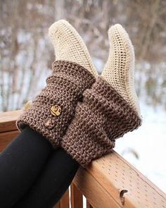 Crochet Audrey Boots Paid Pattern- 30 Easy Fast Crochet Slippers Pattern, these are so cute, double colors too. Crochet Slipper Boots, Crochet Slipper Pattern, Crochet Boot Cuffs, Easy Crochet Slippers, Knit Slippers, Booties Crochet, Fast Crochet, Mode Crochet, Knitting Patterns