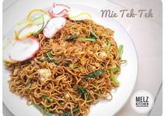 Mie Tek Tek Recipe, Mie Goreng, Indonesian Cuisine, Asian Recipes, Ethnic Recipes, Yummy Food, Tasty, Recipe Steps, Malm