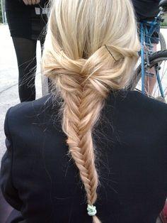 pretty DIY hairstyles for straight hair (photos by Kurt Manley) eye liner DIY twist braided bracelet blonde, braid, cute, fishtail, fishtail. Good Hair Day, Love Hair, Gorgeous Hair, My Hairstyle, Messy Hairstyles, Pretty Hairstyles, Blonde Braids, Fishtail Braids, Fishbone Braid