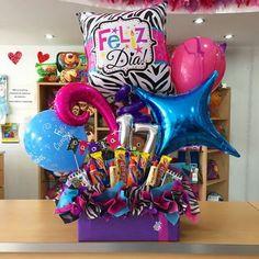 Felices #17 a Paola ✨ @paolahurtadof Birthday Candy, Happy Birthday Gifts, Birthday Box, Candy Gift Baskets, Birthday Gift Baskets, Candy Gifts, Balloon Gift, Balloon Basket, Balloon Box