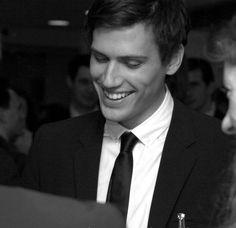 Michael Bernold hat das Unternehmen 2006 gegründet. Er kommt eigentlich aus der klassischen Unternehmensberatung, hat aber sein Unternehmen bereits auf mehrere Bereiche ausgeweitet. Darunter auch der Agenturbereich openbrain.
