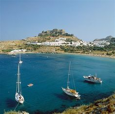 Lindos, Greece ~ Vacationing in Greece is a dream trip location for me. The restricted publicity I Greece Vacation, Vacation Spots, Vacation Ideas, Rv Travel, Time Travel, Places Around The World, Around The Worlds, Exterior, Rv Parks