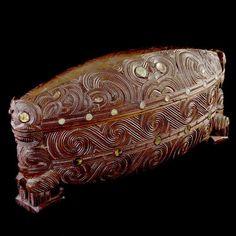 Finely Waka Huia by Tene Waitere - a Ngati… Polynesian People, Polynesian Designs, Polynesian Art, Maori Designs, Maori Patterns, Maori Art, Art Carved, Bone Carving, Indigenous Art