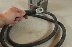How to Make the Metal Melter : 7 Steps (with Pictures) - Instructables Diy Welder, Spot Welder, Welding Art Projects, Pvc Pipe Projects, Welding Table, Metal Welding, Induction Forge, Microwave Transformer, Portable Welder