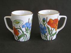 kruusid suvelilledega (rukkilikk, moon, karikakar) / mugs with summerflowers - poppy, daisy and blue cornflower