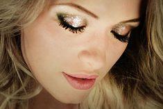 Getting Ready – New Year's Makeup, hay algo que me encanta de las celebraciones, como el año nuevo y es que te permiten jugar con el maquillaje y lucir un look mas extravagante. Ente año nuevo esta es la opción para lucir brillante, linda y sensual.