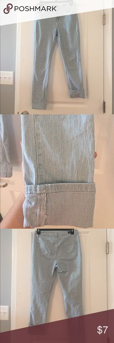 Skinny ankle jeans size 6 Skinny ankle jeans size 6. Can be cuffed at ankle or worn straight ( see picture). Only worn 3x. There is a purple ink pen line (see picture) that may can be washed out with the right  products. Otherwise, in great condition! Earl Jeans Jeans Ankle & Cropped