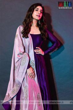 Designer Anarkali Dresses, Designer Party Wear Dresses, Kurti Designs Party Wear, Salwar Designs, Long Dress Design, Stylish Dress Designs, Designs For Dresses, Indian Gowns Dresses, Indian Fashion Dresses