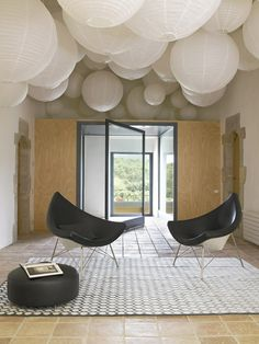 lantern ceiling & cocoon egg chairs for the workplace? Alvaró Bultó Arch., Country House
