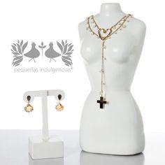¡Accesorios que marcan la diferencia! ¿Alguna vez has visto rosarios, corazones y cristales juntos? ¡Pues Pequeñas Indulgencias te las trae en el mismo conjunto!  http://www.elretirobogota.com/esp/?dt_portfolio=pequenas-indulgencias