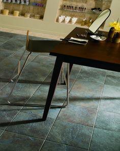 Gerade in Verbindung mit einer Fußbodenheizung ist der Fliesenbelag ein idealer Wärmeleiter. Schiefer Fliesen Sie sind nicht nur äußerst praktisch, sondern vor allem auch pure Natur. Diese verknüpfen auf beeindruckende Weise die Natur mit einem modernen, geradlinigen Baustil.